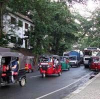 Kandy Lake road tuk tuk