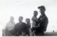 rb angela margaret nettie tom buzz bruce 1951 001