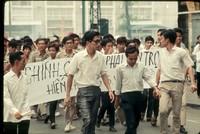 ss 039 1970 05 02 saigon protest before the tear gas